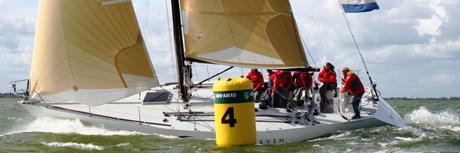 wedstrijdzeilen op het IJsselmeer