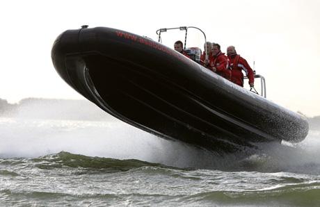 RIB varen in Muiden - Even los van het water, want het gaat hard