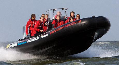 Foto van Rib varen op open water