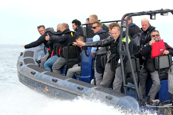 Racen over het IJsselmeer, spelopdrachten en teambuilding: een superleuk evenement!