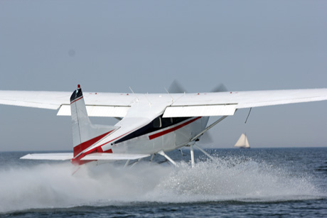 Watervliegtuig voor een bruiloftspaar