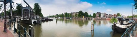 Bedrijfsuitje op het water in Amsterdam