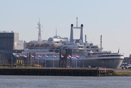 Cruiseschip De SS Rotterdam a.k.a. The Grande Dame