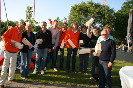 winnend team zeilwedstrijd bedrijfsuitje Muiden